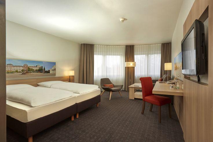 Einblick in eines der Deluxe DZ im H+Hotel Darmstadt