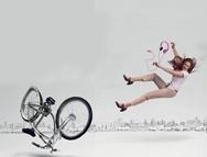 Conductas riesgosas que peatones y conductores deben dejar atrás. Lee este artículo en www.achs.cl #healthy #wellness #safety #prevencion #salud