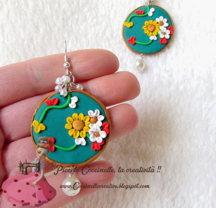 Cosa ne pensate di questo bel paio di orecchini realizzato a mano e col fimo? Venite a vederli da vicino nel mio blog e sito! Per informazioni >> http://coccinellecreative.blogspot.it/2015/04/orecchini-fashion-pendenti-realizzati.html ______________ What do you think of this beautiful pair of earrings made by hand and with polymer clay? Come and see them up close in my blog and website! For information…