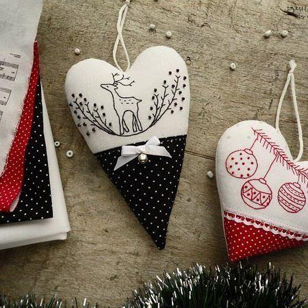 Сердечный новый год 😊 Вдохновившись черным сердечком, вышила в такой технике ещё и красное #natuljabest #embroidery #heart #red #black #christmas #вышивка #сердце #красный #черный #новогоднее #рождество