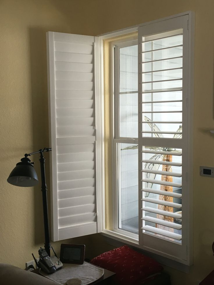 Plantation Shutter (Eclipse, 3 1/2 inch louver, Clearview Tilt, L-frame, Left/Right Open)