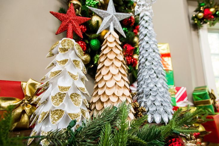 1411 best diy 39 s crafts images on pinterest for Christmas tree decorations you can make at home