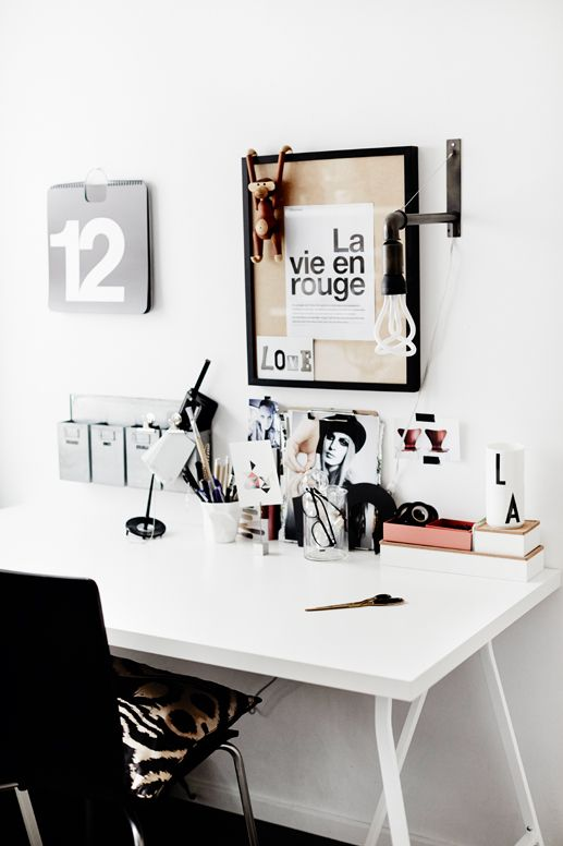 Love the use of black and white. Makes it feel so organized.