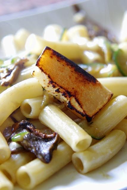 Tortiglioni with mushrooms and zucchini