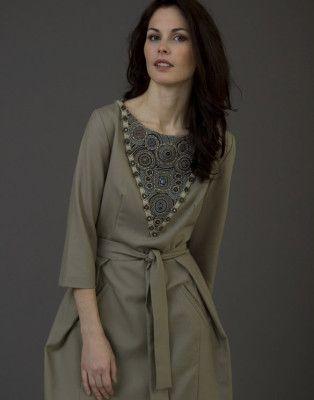 Платье с треугольной вставкой