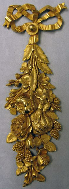 One from a Pair Of Pendant Fruit Mounts in gilt bronze, ca. 1780 - France