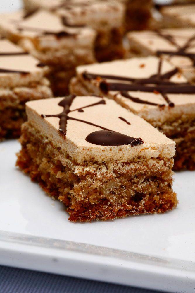 Najbrži slatkiši sa keksom: Laki deserti za sve ukuse Bilo da je mleven ili ne, plazma keks je idealan za pripremu ukusnih, brzih i izdašnih kolača.   ŠTANGLICE PROLEĆNI VETARPOTREBNO JE6 belanaca, 1 prašak za pecivo, 100 ml mleka, 150 g mlevenih oraha,