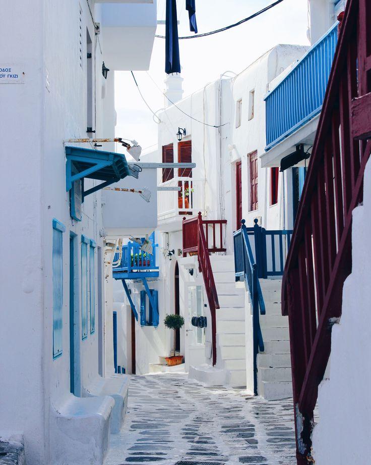 Mykonos street, Greek island 🇬🇷 click photo for travel blog