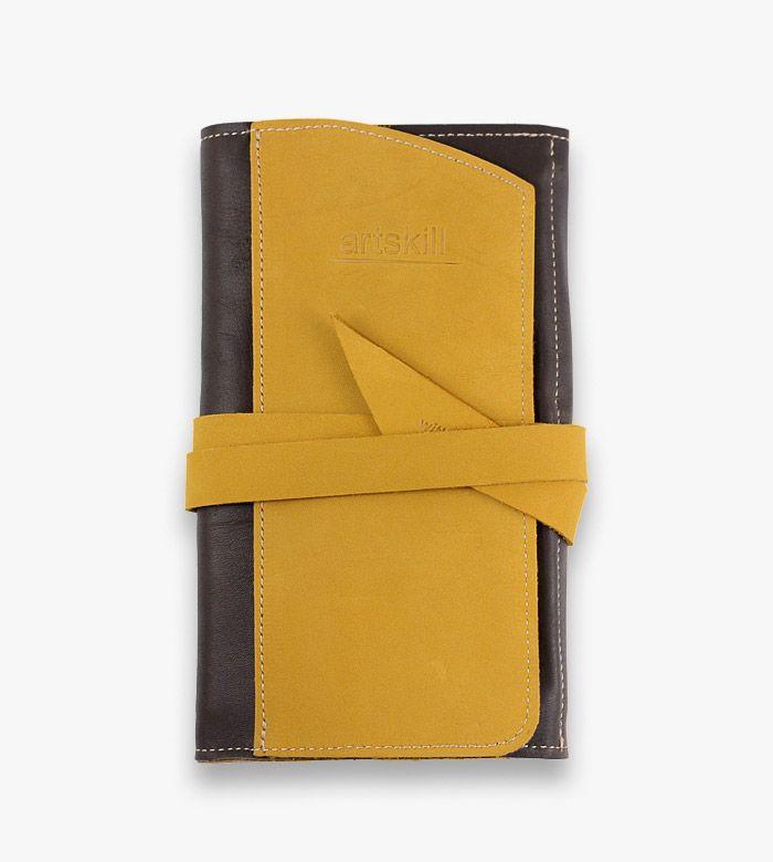 Пенал кожаный жёлтый, для карандашей, пастели, кистей и ручек. Незаменим для художника, дизайнера или иллюстратора.