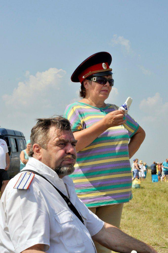 Мороженое охлаждает как и фуражка. Царская уха в Белоомуте 2016 г. Иосипенко Александр #Белоомут #уха #царская #праздник
