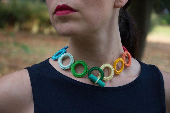 ainbow crochet ganchillo moderno collar - fibra - anillos de algodón - color del arco iris - collar muy ligeros