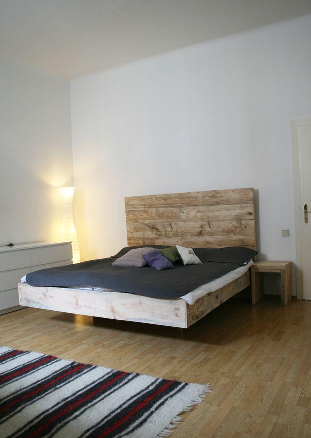 Betten bauholz bett rustikal schwebend ein for Bett rustikal