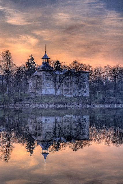 Built in 1890, this villa is one of the so called Linnunlaulu (Birdsong) villas. #BeautifulNow #Finland #reflections