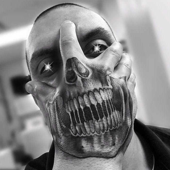 ▷ 1001 + Ideen und Bilder zum Thema Totenkopf Tattoo
