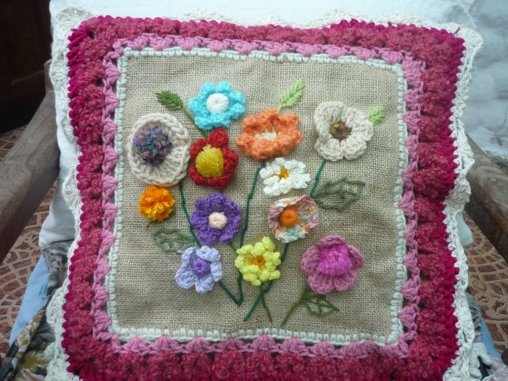 Funda Almohadones Artesanales Tejidos Al Crochet Y Bordados. - $ 300,00 en MercadoLibre