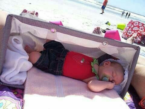 Use the large utility tote from Thirty-One at the #beach to let your baby take a…