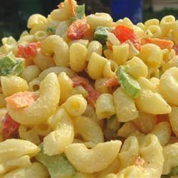 Salade de macaroni classique @ qc.allrecipes.ca