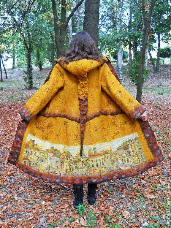 Купить Пальто Прогулка в сказочном городе войлок - валяное желтое пальто, войлочное желтое пальто