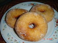 Resipi donut   Bahan-bahan ( 20 - 25 biji )  3 cawan tepung gandum 1 cawan air suam kuku 2 sudu besar mentega 6 sudu besar gula pasir (boleh kurang bagi ya...
