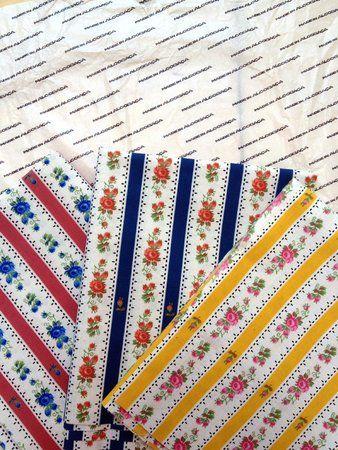 Chita de Alcobaça. Es un tejido de algodón estampado originario de la India que trajeron a Europa los portugueses en el siglo XV. Se utilizó tanto en vestuario como en decoración durante los siglos XVII y XVIII.