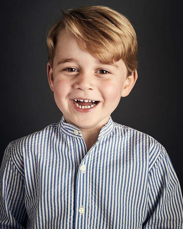 Сьогодні свій День народження святкує улюбленець мільйонів. Принцу Джорджу нині виповнюється 4 роки!З цього приводу Герцог та Герцогиня Кембриджські поділилися новим портретом свого первістка Рости здоровим та щасливим усім на радість принц Джордж! #dukeofcambridge #duchessofcambridge #prince #princegeorge #hb #royals #monarchs  via ELLE UKRAINE MAGAZINE OFFICIAL INSTAGRAM - Fashion Campaigns  Haute Couture  Advertising  Editorial Photography  Magazine Cover Designs  Supermodels  Runway…