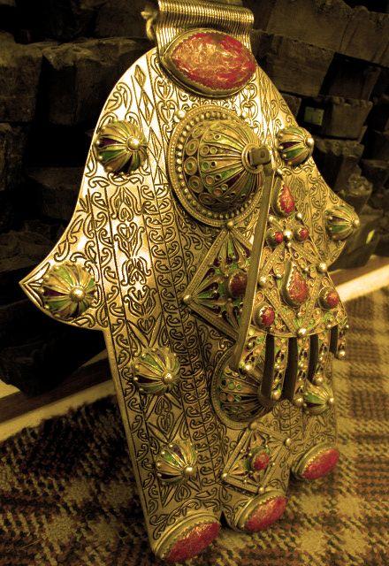 a unique hamsaMedieval Hands, Hands Doors, Hamsa Hands, Medieval Hamsa, Fatima Hands, Unique Hamsa, Doors Knockers, Las Hamsa, Fatima Hamsa