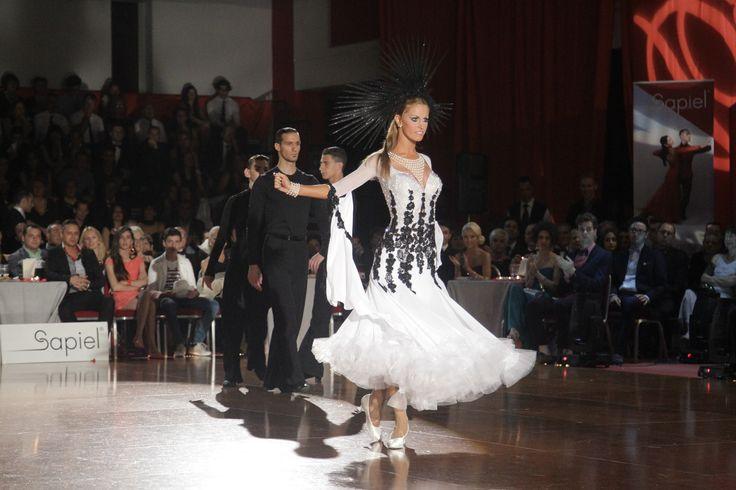 #annettesudol #dresses #abitidaballo #moda #fashionweek