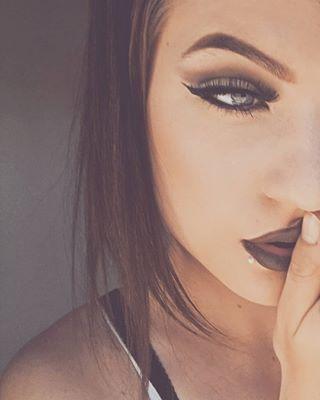 Ein zartes und verträumtes Seitenlabret-Piercing. | 17 wunderschöne und ungewöhnliche Lippenpiercings
