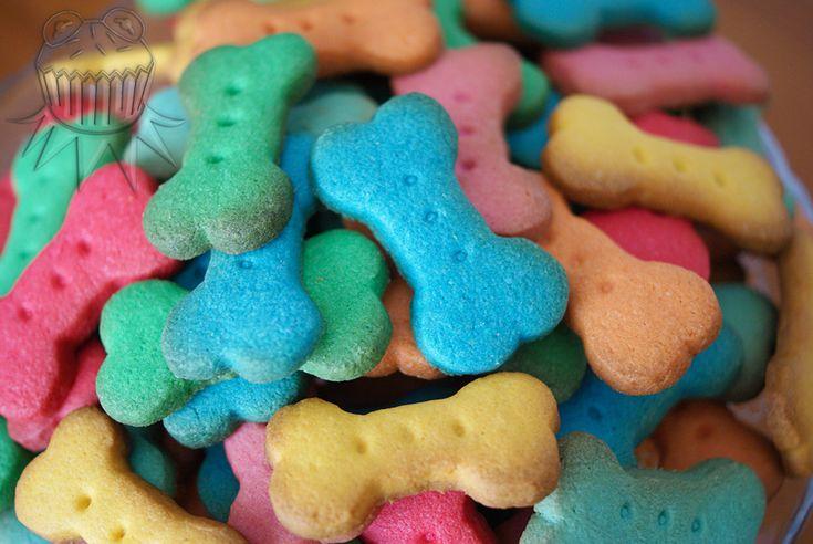 Paw patrol party. Colorful bone's shape butter cookies Fiesta de la Patrulla Canina Galletas de mantequilla con forma de hueso