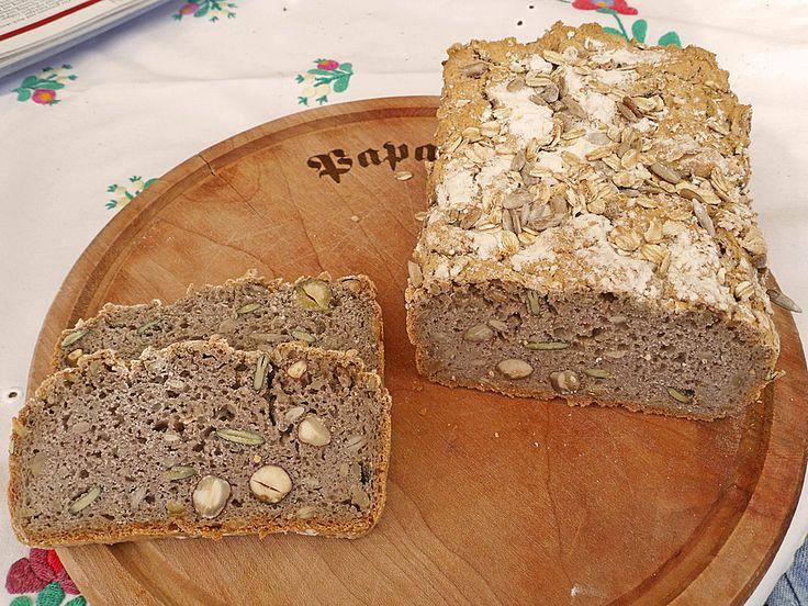 Veganes, glutenfreies Buchweizenbrot mit Nüssen und Samen
