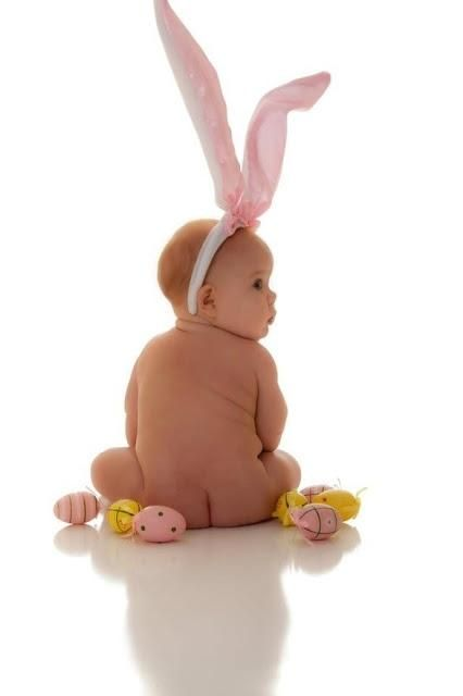 Here's an adorable Easter photo idea you can get behind! #punintended