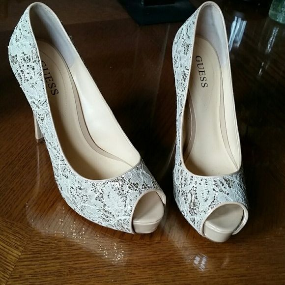 *SIZE 9* Gold Guess Sparkle Lace Pumps/Heels ! These shoes are absolutely beautiful! These are gold pumps by Guess with gorgeous lace & sparkle detail. Worn once to my senior prom, they were comfortable and didn't give me any blisters ! Dazzling shoes for any occasion ~ Guess Shoes Heels
