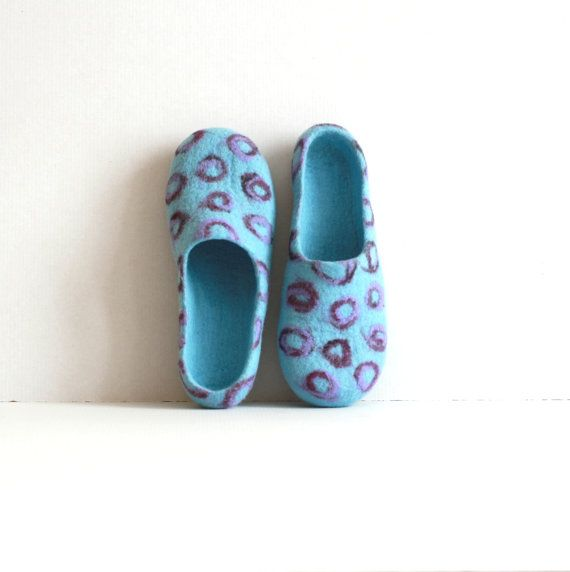 Women house shoes - felted wool slippers - Wedding gift  - sky blue with purple / violet bubbles