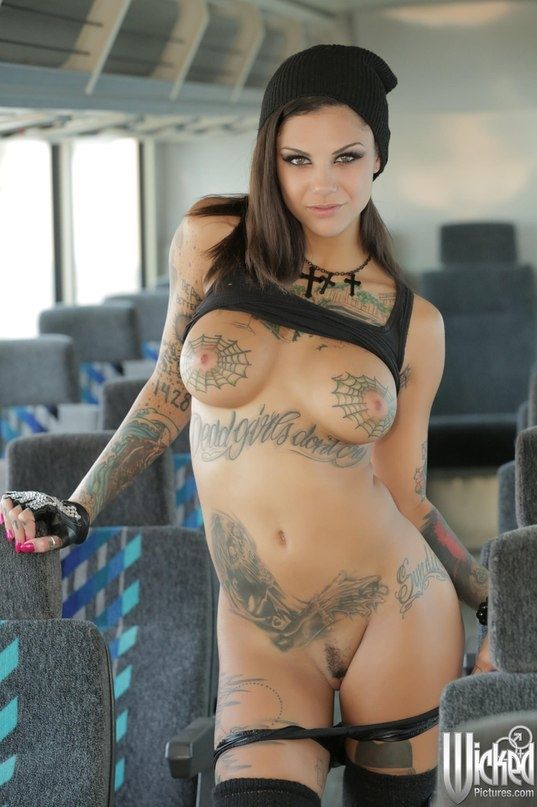 Hot nude tattoo girl
