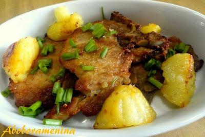 Opção mais saudável!!!! Bisteca suína assada com batatas! #recipes #receitas