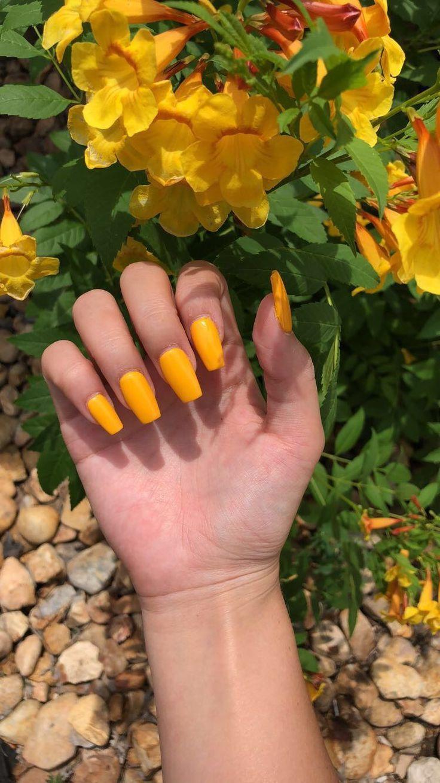 gelbe Acrylnägel – gel nails