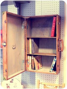 valise étagère bibliothèque