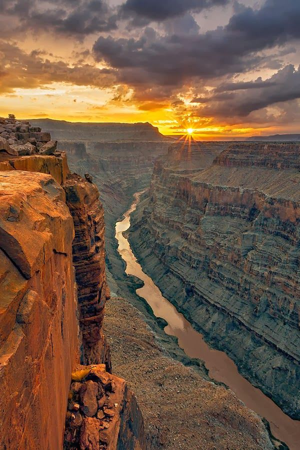 Grand Canyon, Arizona: We should go here for a family vacatioin sometime. it's on the list!