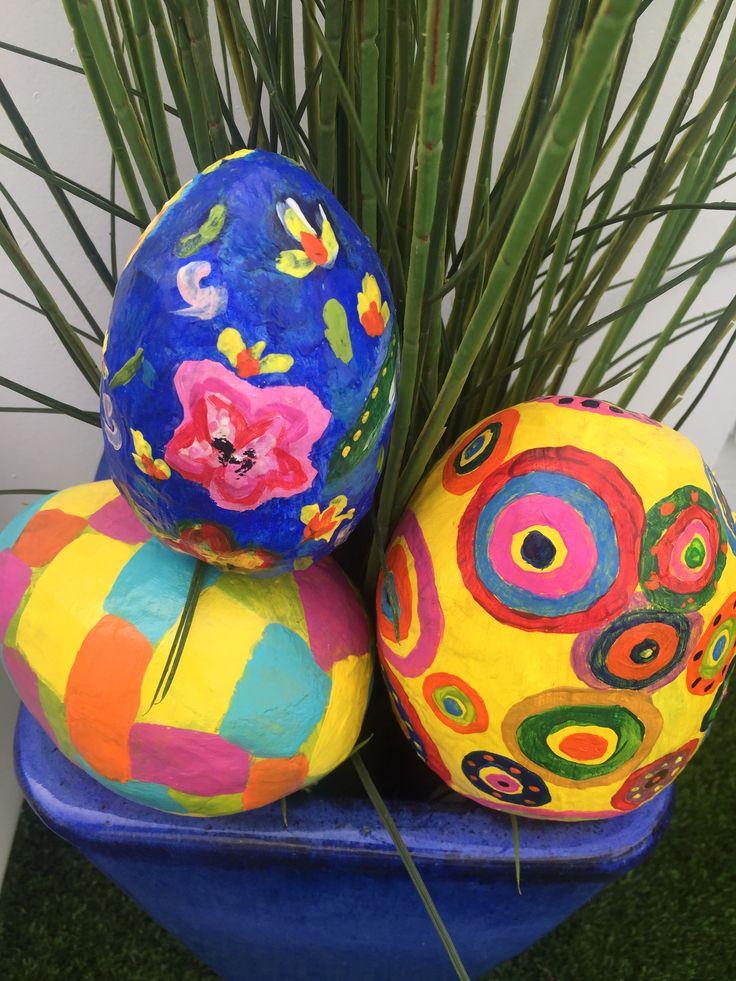 """Huevos de Papel Maché! """"Ostereier"""" Handmade by Ricky."""