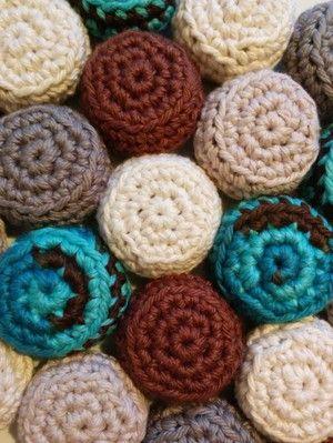 Litevirkning - Virkat Grytunderlägg av kapsyler (crochet)