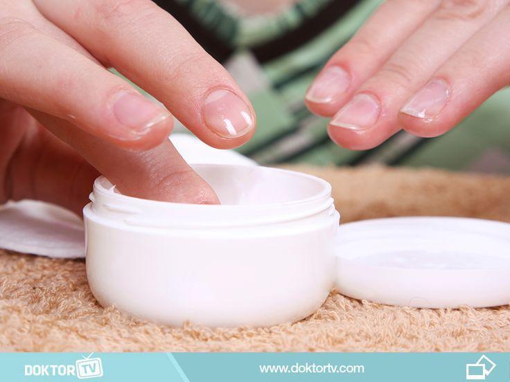 Cildinize uygun bakım losyonu ile günde 3-4 kez ellerinizi nemlendirin.