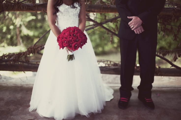 wedding: Matching Color, Color Themed, Red Flower, Pink Bouquets, Red Bouquets, Flower Dresses, The Dress, Pics Idea, Bouquets 3