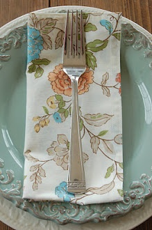 Blissfully Content: Make Your Own Everyday Cloth Napkins #diy #crafts #wedding www.BlueRainbowDesign.com