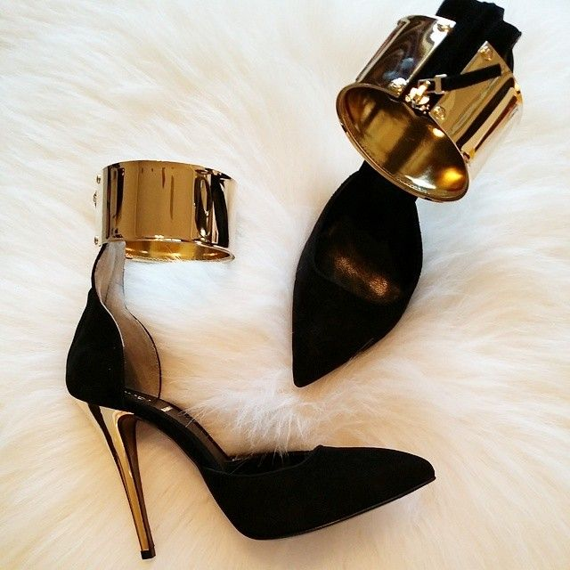 I love black and gold ♥ www.ddgdaily.com