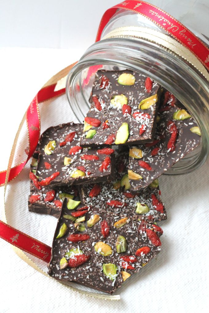 Superfood Chocolate Bark. A delicious and healthy festive snack that also makes a great edible gift