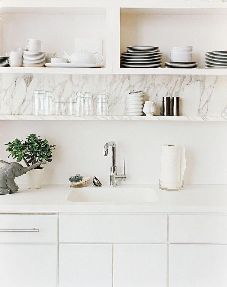Kitchen white open shelving //