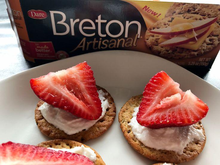Breton-Crackers-Strawberry-Appetizer