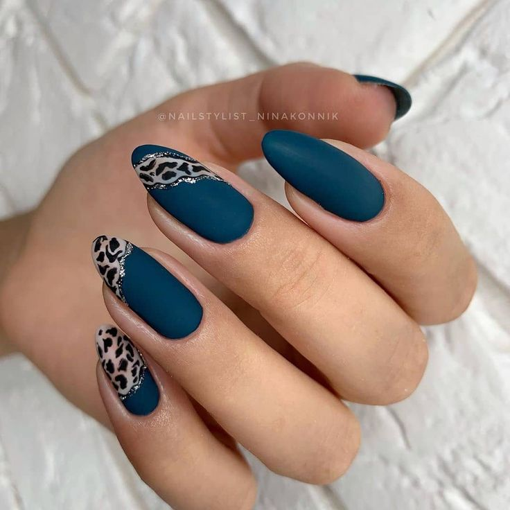Das Bild kann enthalten: mindestens eine Person und eine Nahaufnahme – Nägel / Nails