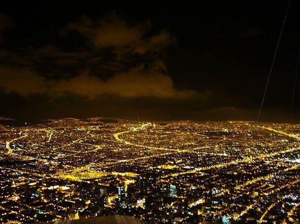Nuestra capital colombiana, una noche desde la calera....