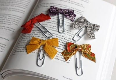 Bow paper clips: Bows Ties, Gifts Ideas, Books Markers, Books Club, Fabrics Scrap, Fabrics Bows, Scrap Fabric, Paperclip Bookmarks, Paper Clip
